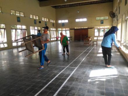 Kerja Bakti di Lingkungan Kantor Desa