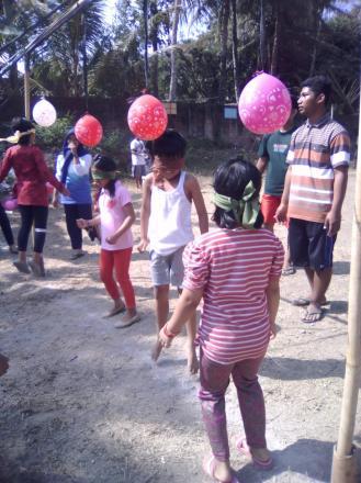 Perlombaan anak-anak dusun kenteng dalam menyambut HUT RI