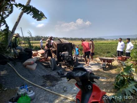 Monitoring dari TPK dan Kasi Kesejahteraan Pembangunan Bangket di Dusun Demangan