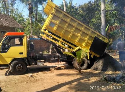 Pengiriman material Pembangunan Corblok di Dusun Kadikoro Klatak