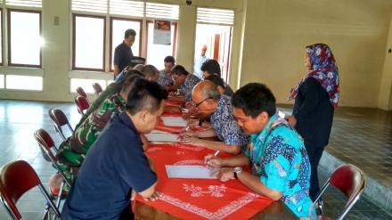 Proses Koreksi Hasil Ujian Pamong Desa dan Staf